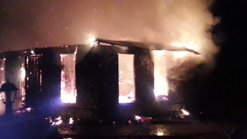 При ликвидации пожара в селе Лыхны пострадал сотрудник МЧС