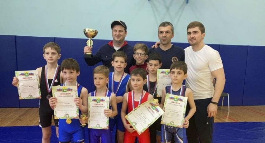 Юные борцы из Гагры победили в турнире ко Дню Победы в Москве