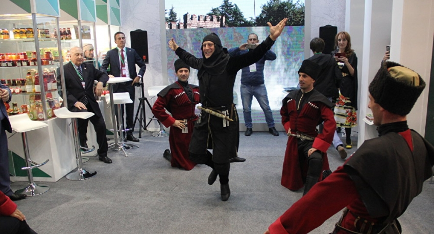 Абхазский ритм московских стендов!
