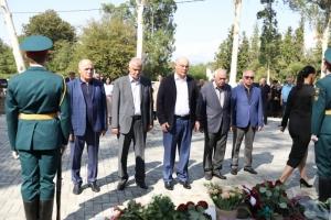 Аслан Бжания внёс 220 тысяч рублей из личных средств на реставрацию памятника погибшим в селе Атара