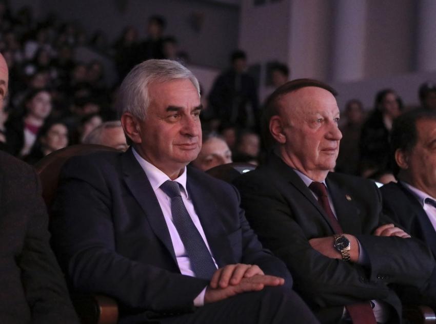 Президент Рауль Хаджимба посетил торжественные мероприятия в Абхазском государственном университете