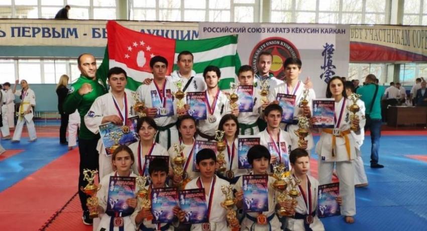 Абхазские каратисты отказались скрыть эмблему своей ассоциации на турнире в Пятигорске