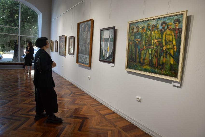 Память о войне: в Сухуме открылась выставка ко Дню Победы